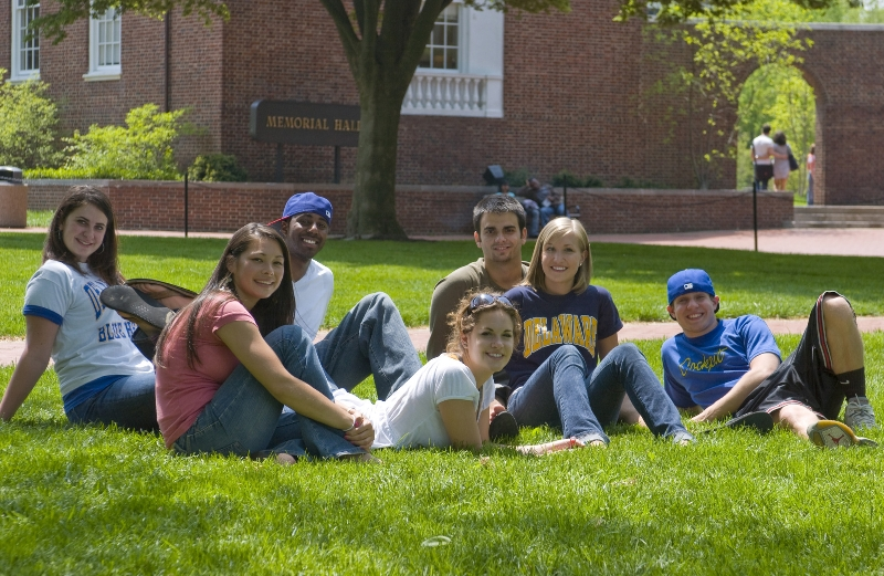 services-for-students-udigital_612_friendsongreen-091-lpr.jpg