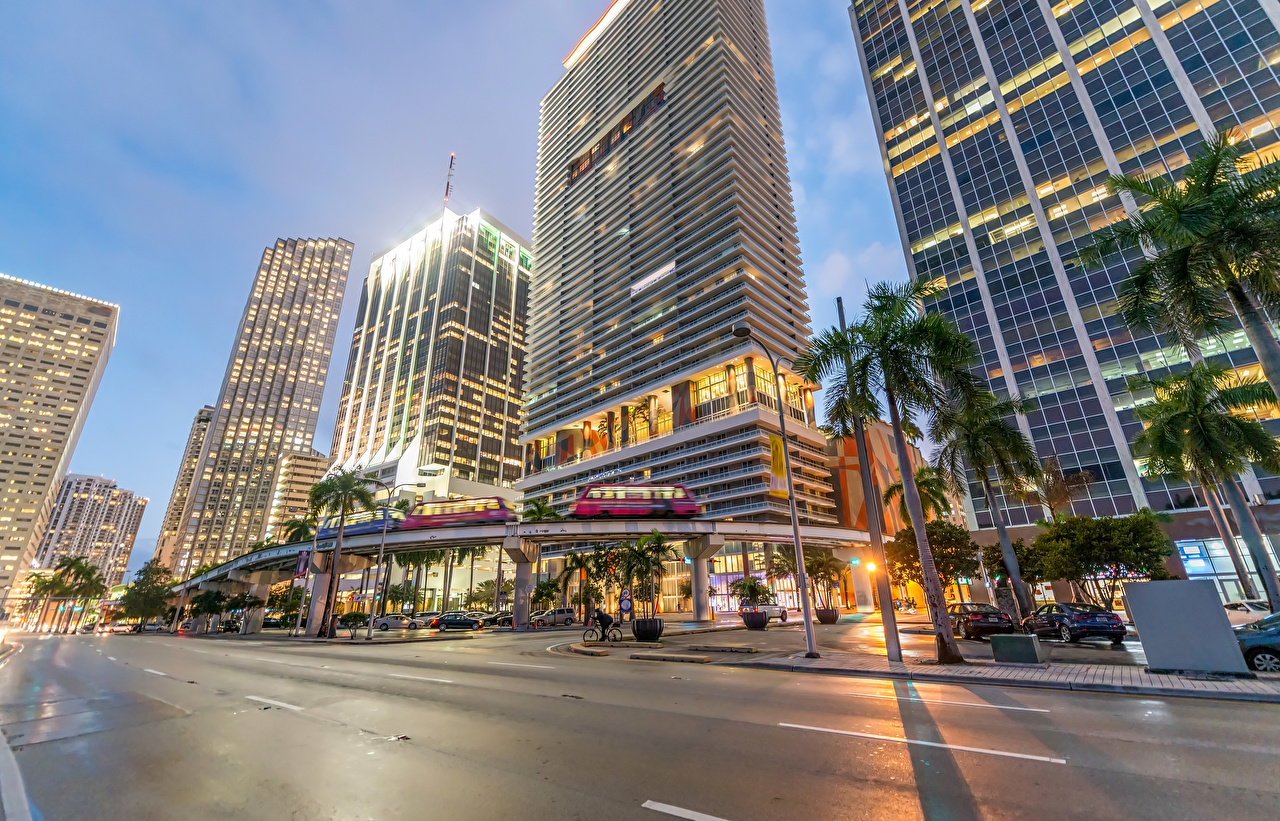 Houses_Evening_Skyscrapers_USA_Roads_Miami_Street_514434_1280x821.jpg
